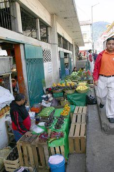 Just outside Central Market stand, Orizaba, Veracruz. En un extremo por fuera,del mercado melchor.
