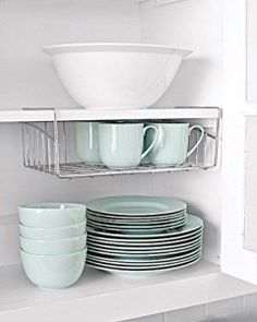 put your coffee cups in hanging basket! perfect space saver i never know what to do with them home-organization-space-saving-organizing-ideas (15)