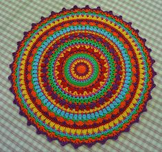 Atelier Marie-Lucienne: Häkeln/Crochet  -  this looks like it could be a cute tablecloth for the patio table