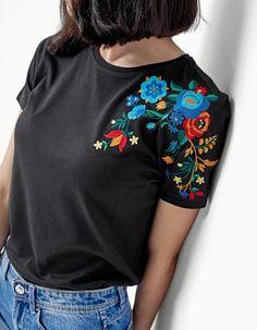 Resultado de imagen de t-shirt with flowers embroidery