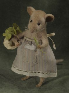 Needle felted mouse with cute apron. Natasha Fadeeva