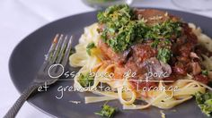 Osso buco de porc à la mijoteuse et gremolata à l'orange | Cuisine futée, parents pressés Mince Recipes, Pork Recipes, Healthy Recipes, Crock Pot Slow Cooker, Slow Cooker Recipes, Osso Bucco Porc, Osso Bucco Slow Cooker, Quebec, Pork Chops