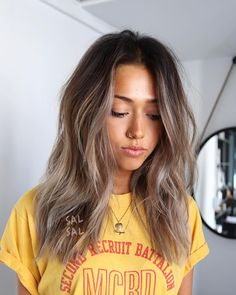 Are you going to balayage hair for the first time and know nothing about this technique? We've gathered everything you need to know about balayage, check! Medium Hair Styles, Curly Hair Styles, Hair Layers Medium, Cute Hair Cuts Medium, Medium Length Hair Cuts With Layers, Layered Haircuts For Women, Long Layered Haircuts Curly, Mid Length Haircuts, Layered Long Hair