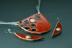 The original author ceramic jewelry. More jewelry at www.fler.cz/permata Originální autorský šperk z keramiky. Více šperků najdete na www.fler.cz/permata