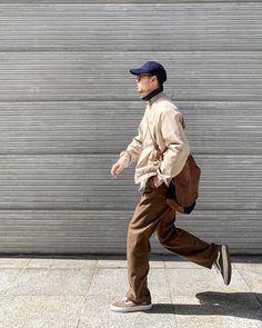 Look Fashion, Korean Fashion, Mens Fashion, Fashion Poses, Fashion Outfits, Men Street, Street Wear, Pose Reference Photo, Mode Streetwear