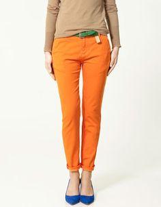 orange pants + blue shoes + green belt = colour blocking that works! (color/combo ideas for orange pants) Jeans Orange, Orange Leggings, Orange Skirt, Royal Blue Shoes, Blue Flats, Blue Heels, Pantalon Orange, Collection Zara, Zara Trousers