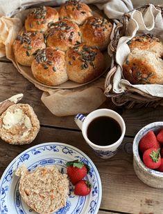 Rundstykker – Mat Til Familien Cottage Cheese, Bagel, Food And Drink, Bread, Baking, Brot, Bakken, Breads, Backen
