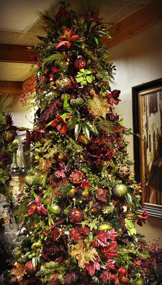 Here are 100 best Christmas Trees ideas. These Christmas Trees decor ideas & inspirations will help you in your Christmas decorations & Christmas tree decor Christmas Tree Inspiration, Christmas Tree Themes, Noel Christmas, Christmas Traditions, Christmas Tree Decorations, Holiday Decor, Xmas Trees, Christmas Pictures, Dorm Decorations