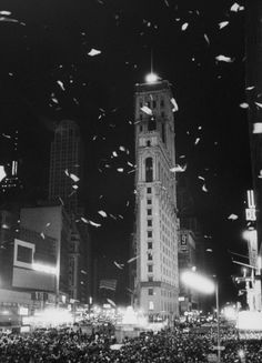 In 1955, it got even slimmer: 150 pounds of aluminum, controlled by just one push of a button. | 12 Things You Probably Didn't Know About New Year's Eve In Times Square