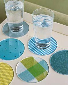 Customizable acrylic coasters /// 7 DIY Projects Using Plexiglass