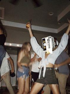Fotografia Summer Party Friends Ideas For 2019 # friends . - Fotografia Summer Party Friends Idee per gli amici # 2019 Th - Party Pictures, Friend Pictures, Film Pictures, Night Pictures, Cute Summer Pictures, Drunk Pictures, Best Friend Goals, Best Friends, Drunk Friends