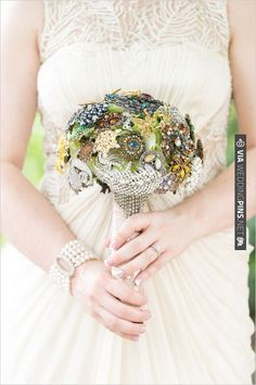 DIY vintage brooch bouquet | CHECK OUT MORE IDEAS AT WEDDINGPINS.NET | #diyweddings