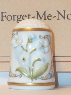 """FRANKLIN PORCELAIN floral thimble from """"The Country Garden Sculptured Flowers"""" collection (1983) showing the """"Forget-Me-Not"""""""