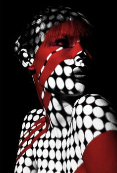 Light Tag: Photo Series by Pedro Dias and Rica Ramos Photographie Art Corps, Doja Cat, Projection Mapping, Foto Art, Arte Pop, Photo Series, Black White Red, Body Painting, Painting Tattoo