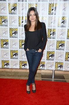 Dark jean, black blazer & top with heels! Love this dressy casual style!