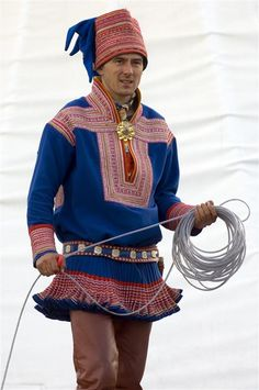 Man in Sami Norwegian national costume, Finnmark, North Norway Folk Fashion, Ethnic Fashion, Folk Costume, Costumes, Costume Ethnique, Lappland, Folk Clothing, People Of The World, World Cultures
