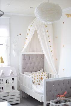 Inspiration | Kidsroom | Jollyroom - Eos Lamp: http://www.jollyroom.se/produkter/vita-eos-lampa-large-vit-65cm | #jollyroom