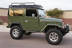 Check out this classic 1977 #Toyota Land Cruiser, cool right? I owned a yellow one.