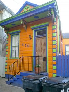 Tiny homes in the French Quarter of New Orleans. Tiny homes in the French Quarter of New Orleans. Shotgun House, Colourful Buildings, Colorful Houses, Tiny Spaces, Tiny Living, Little Houses, Old Houses, Tiny Houses, Architecture