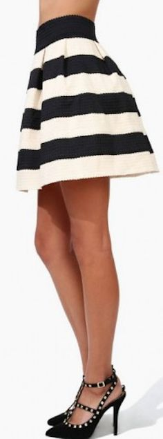 love this #black and #white striped skirt http://rstyle.me/n/hytdsr9te
