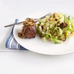 Medemblik – Op het menu van vandaag een oer-hollands gerecht. Andijviestamppot met een lekkere rundervink erbij. De fijnproevers kunnen voor de extra bite er een rood pepertje doorheen snippe…