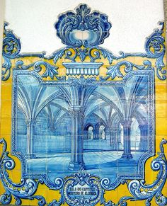 Azulejos, Estação Ferroviária de Vilar Formoso | One of many Tiles at Vilar Formoso Train Station depicting the Chapter Room at Batalha Monestery