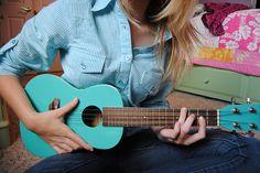 I like this turquoise ukulele!