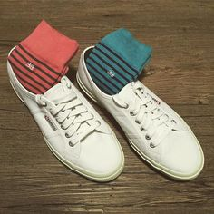 33 | Left or Right?  www.treinta-tres.com #33 #pushtheboundaries #socks #calcetines  Cool men's socks