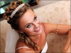 wedding-hairstyles-up-with-tiara.jpg (804×604)