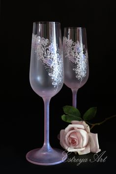 Hand Painted Toasting Flutes, Romantic Wedding, Pink Wedding, Blush pink, Set of 2 Bride And Groom Glasses, Wedding Glasses, Champagne Glasses, Wedding Blush, Wedding Day, Favori, Light Pink Rose, Toasting Flutes, Romantic Roses