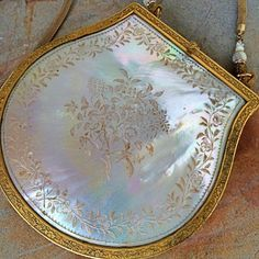 Rare impossible to find LARGE carved mother of pearl art deco purse handcarved basket of flowers lush gold repousse frame Vintage Purses, Vintage Bags, Vintage Handbags, Vintage Shoes, Beaded Purses, Beaded Bags, Kelly Bag, Art Deco, Gold Wash