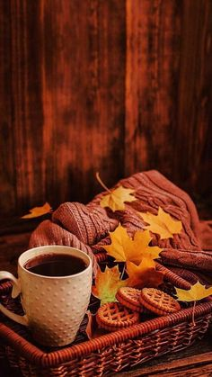Free Android Wallpaper, Iphone Wallpaper, Autumn Cozy, Autumn Fall, Autumn Coffee, Autumn Scenery, Autumn Aesthetic, Fall Wallpaper, Autumn Photography