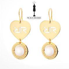 Rebecca Gioielli Collezione San Valentino.  Orecchini a forma di cuore in bagno d'oro giallo con perle.