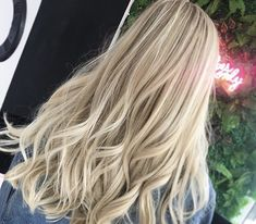 That Glam Bar on Dreamy creamy vanilla blonde! full Head Of highlights tones with a creamy ash! Beige Blonde Hair, Light Blonde Hair, Blonde Hair Looks, Blonde Hair With Highlights, Blonde Wig, Light Hair, Full Head Highlights, White Blonde, Platinum Blonde