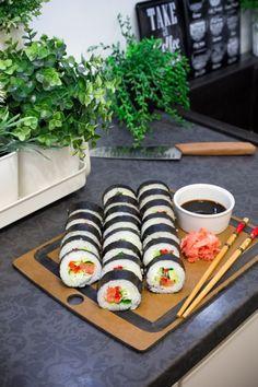 Od kiedy spróbowałam sushi po raz Sushi Bistro, Tasty, Yummy Food, Sushi Rolls, Rice Cakes, Sashimi, Starters, Food And Drink, Healthy Eating