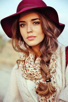 Live the hat, scarf, hair. So pretty