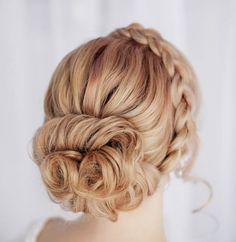 Stunning Wedding Hairstyle Inspiration. Re-pin if you like. Via Inweddingdress.com #hairstyles