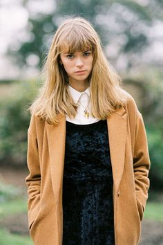 Danielle Foster during London Fashion Week AW photographed by Vanessa Jackman London Fashion Weeks, Look Jean, Vanessa Jackman, Inspiration Mode, Camel Coat, Look At You, Looks Great, Winter Outfits, Jumpers