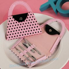 http://sea.taobao.com/item/en/44436298224.htm Single party small gift zh007 nail tools valentine's day gift girlfriends ladies necessary bag pink dot
