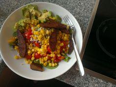 Frischer Salat mit gebratenem Seitan kam bei Hannah zum Abendbrot auf das Tellerchen. Sieht nicht nur super lecker und bunt aus zum tristen Herbstwetter, klingt auch noch nach einer perfekten Mischung.