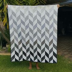 Greyscale Ombre Herringbone Quilt using HST. Freemotion quilting: Moon and Stars