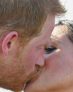 The Duke and Duchess of Sussex Kissed! Prince Harry Et Meghan, Meghan Markle Prince Harry, Princess Meghan, Prince Henry, Prince And Princess, Prinz Harry Meghan Markle, Harry And Megan Markle, Diana Spencer, Harry And Meghan Wedding