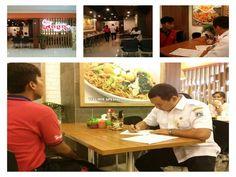 Petugas sedang melakukan pendataan objek pajak baru WP restoran Bakmi Naga di Mall@Bassura