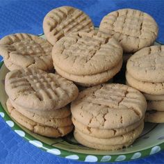 """The Whole Jar of Peanut Butter Cookies I """"Excellent cookies! VEEEERRRYYY peanut-buttery and they stayed soft and yummy through the very last cookie. Cookie Desserts, Just Desserts, Cookie Recipes, Dessert Recipes, Best Peanut Butter, Peanut Butter Cookie Recipe, Biscuits, Big Cookie, Baking Basics"""