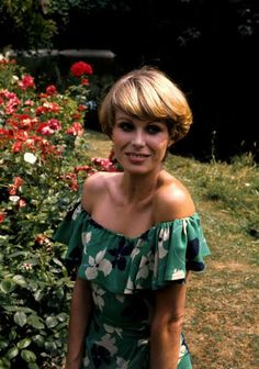 Joanna Lumley ~ The New Avengers - Gorgeous 1977 Wedge Cut!!!