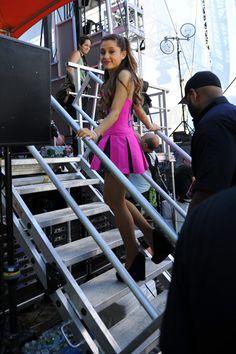 Ariana Grande Photos - Ariana Grande and Nathan Sykes Get Dinner - Zimbio