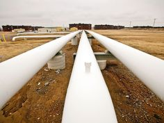 Canadian spot oil price sinks as Enbridge imposes new oil pipelinerationing