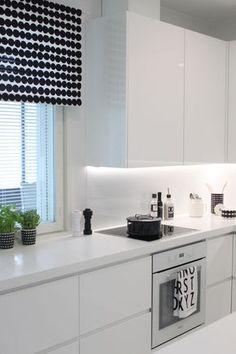Beautiful White Kitchen Cabinet Design Ideas - carilynne news Kitchen Cabinet Design, White Kitchen Cabinets, Kitchen White, Country Kitchen, New Kitchen, Kitchen Decor, Kitchen Ideas, Kitchen Remodel Cost, Diy Interior