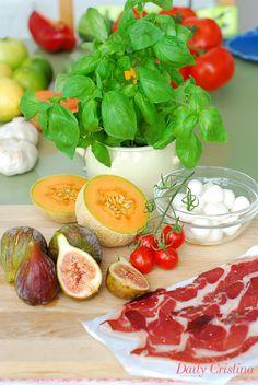 Salada de meloa com mozzarella e presunto 4 pessoas Fácil Económico Tempo de preparação: 30 minutos