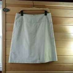Banana Republic Skirt Beige mini Banana Republic skirt, perfect condition, no marks like new. Banana Republic Skirts Mini